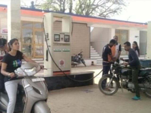 Video : Petrol Prices Touch Rs 100 In Madhya Pradesh And Other Top Stories