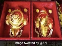 तमिलनाडु में एक भक्त ने मन्नत पूरी होने पर बालाजी मंदिर में चढ़ाए 2 करोड़ के सोने के शंख-चक्र