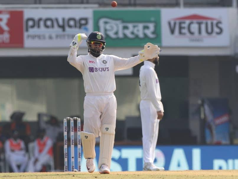 India vs England, 1st Test: Rishabh Pants Amusing Antics Behind The Stumps Leave Fans In Splits. Watch
