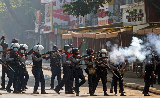 Myanmar police crack down on protests for second day