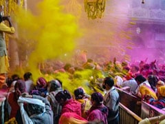Holi 2021: कोरोना के खतरे के बीच ऐसे मनाएं होली का जश्न, ये 10 टिप्स नहीं पड़ने देंगे रंगों को फीका