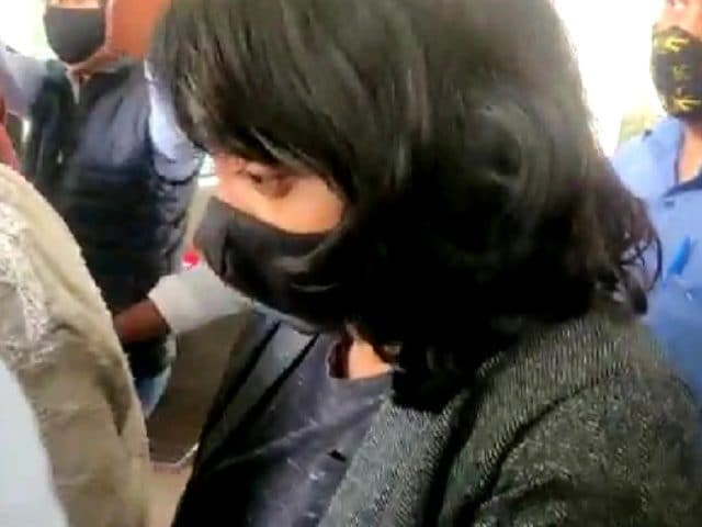 Video : Disha Ravi Case: High Court Caution For Delhi Police, Media Over Probe