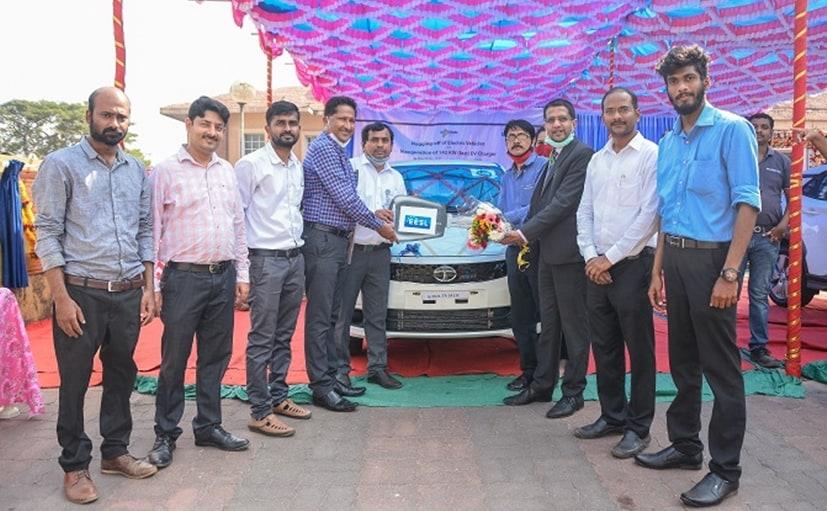 Members of Goa's DNRE taking the handover of the Tigor EVs from Tata Motors officials