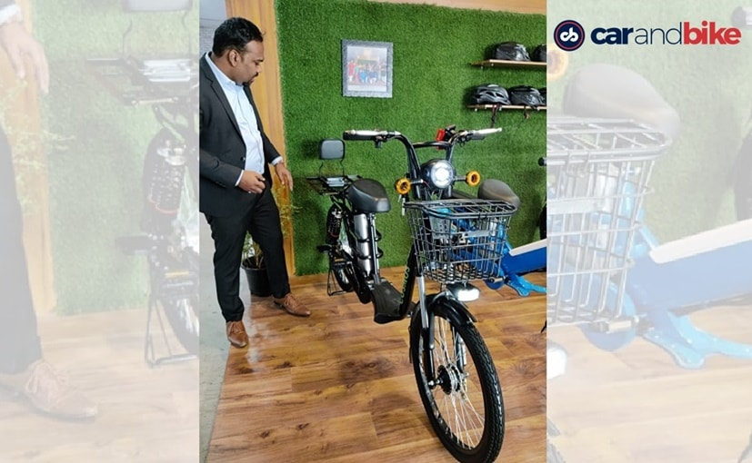 Sumedh Battewar, Business Development Head, EMotorad dengan Cosmos ebike mendatang