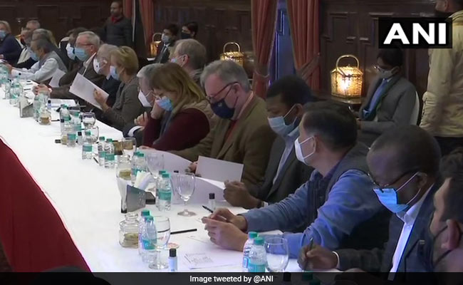 Foreign Envoys Begin Two-Day Kashmir Visit Amid Shutdown