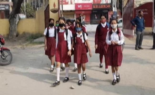 हरियाणा-गुजरात में स्कूल-कॉलेज खुले, जानिए पंजाब समेत किन राज्यों में अगले हफ्ते से चलेंगी कक्षाएं