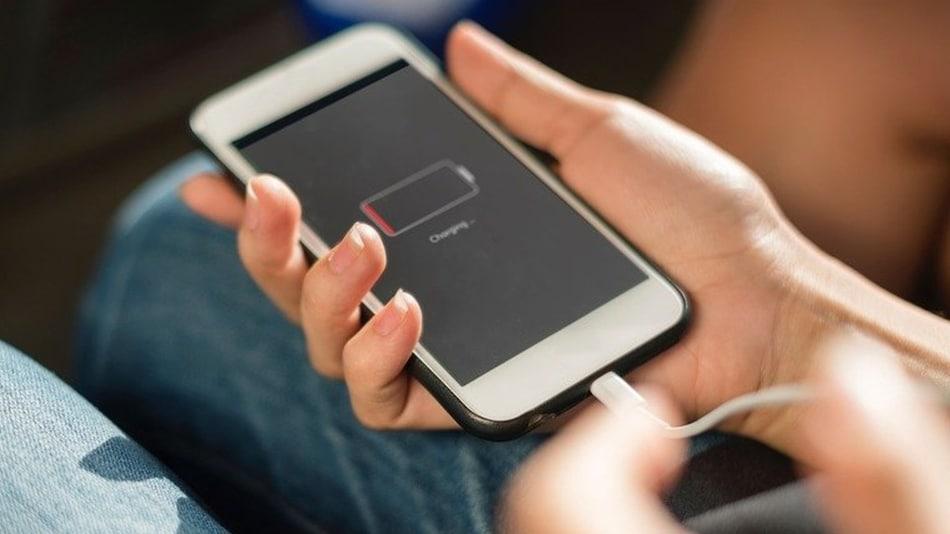 इन 8 आसान तरीकों से बैटरी लाइफ बढ़ेगी कई गुना