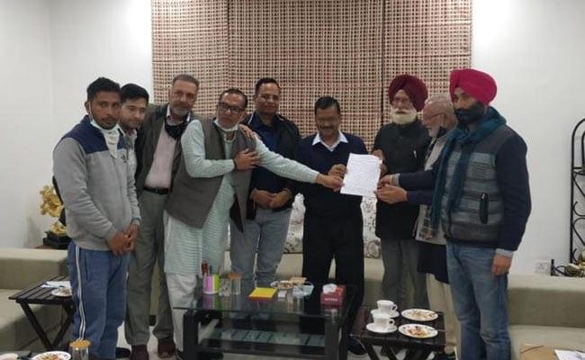 दिल्ली : संयुक्त किसान मोर्चा के नेता सीएम अरविंद केजरीवाल से मिले