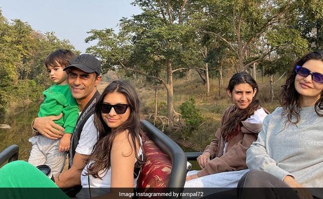 Pics From Arjun Rampal's Trip To Satpura Tiger Reserve With Girlfriend Gabriella Demetriades, Son Arik And Daughters Mahikaa, Myra - NDTV
