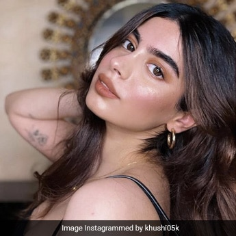 Khushi Kapoor Raises The Glam Makeup Quotient Higher In Her Illuminated Look