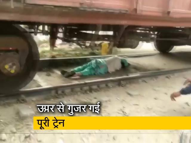 Videos : हरियाणा : पटरियां पार करते मालगाड़ी के नीचे फंसी महिला
