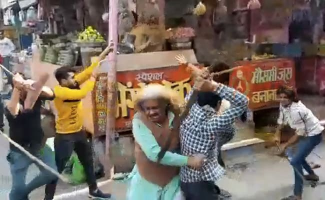 On Camera, UP Chaat Sellers Fight Over Customers With Rods And Sticks