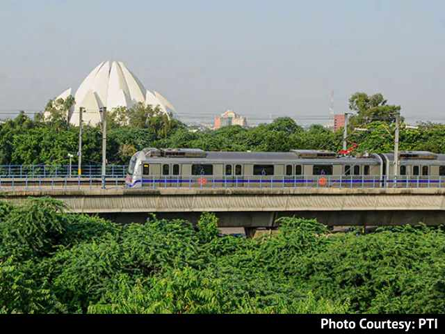 "Video : Delhi Metro Stations Reopen After Being Shut For Farmers' ""<i>Chakka Jam</i>"""