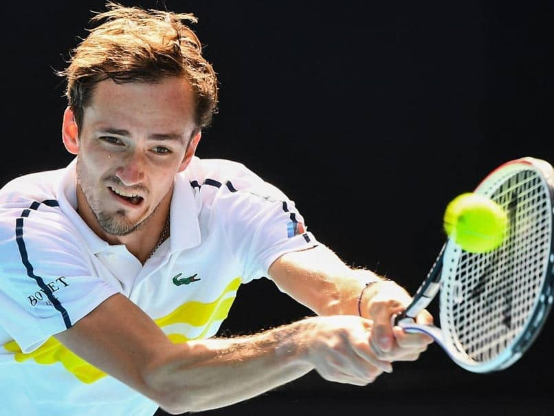 Australian Open: Daniil Medvedev Extends Win Streak Despite Coach Walk-Out
