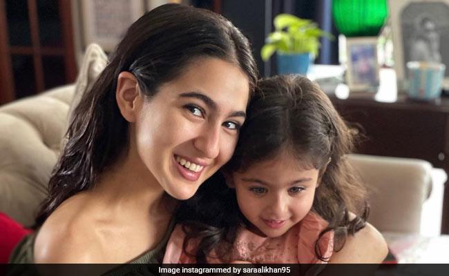 Sara Ali Khan छोटी बहन इनाया से मिलने पहुंचीं, देखते ही यूं लुटाया प्यार- देखें Photos