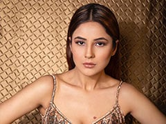 Shehnaaz Gill To Co-Star With Diljit Dosanjh In <I>Honsla Rakh</I>