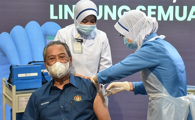Malaysia Launches COVID-19 Vaccination Drive, PM Receives First Shot