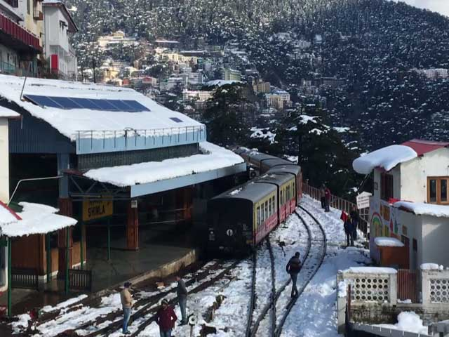 Video : Heavy Snowfall Disrupts Normal Life In Shimla
