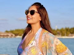 Bipasha Basu Misses Eating With Her Friends On Holidays And Honestly SAME