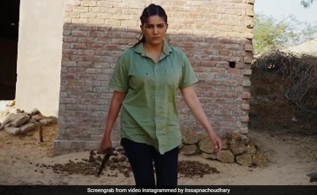 Sapna Choudhary Video: सपना चौधरी हाथ में बंदूक लिए गुस्से में आईं नजर, देखें वीडियो
