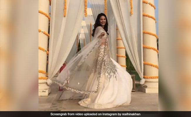 हिना खान ने लहंगा पहन यूं झूमकर किया डांस, ट्रेडिशनल आउटफिट में दिखा खूबसूरत अंदाज- देखें Video