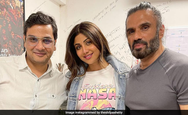 Shilpa Shetty's Pic With Dhadkan Co-Star Suniel Shetty Gets A Whole Lot Of Love On The Internet