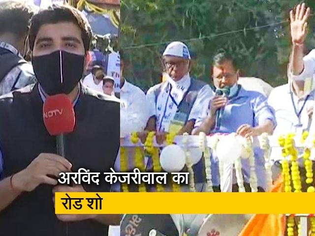 Videos : अरविंद केजरीवाल ने सूरत में निकाला रोड शो