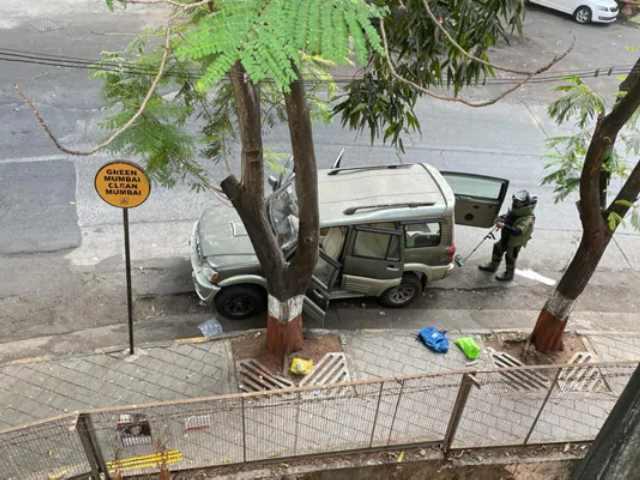 Video : Vehicle With Explosives Found Near Mukesh Ambani's House In Mumbai