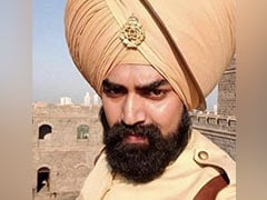 "Akshay Kumar Mourns His <i>Kesari</i> Co-Star Sandeep Nahar: ""Life's Unpredictable"""