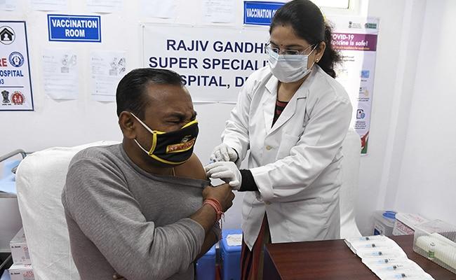 देश में कोरोना के टीके की दूसरी डोज़ देने का सिलसिला शुरू हुआ