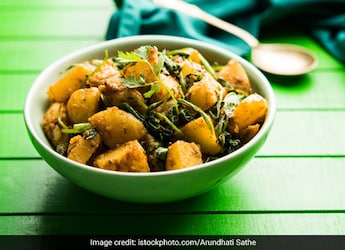 Watch: How To Make The Classic Aloo-Shimla Mirch, Dhaba-Style