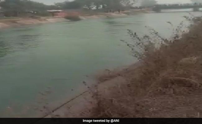 मध्य प्रदेश: नहर में गिरी यात्रियों से भरी बस, अब तक 32 शव निकाले गए, मृतकों को 5 लाख मुआवजे का ऐलान