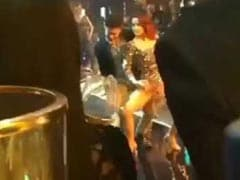 Viral: Aamir Khan Dancing With Elli Avram On <i>Koi Jaane Na</i> Set