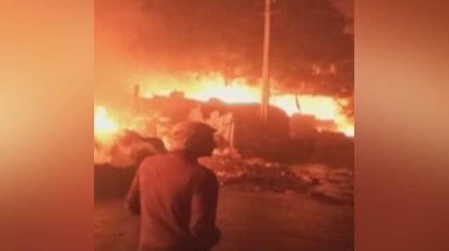मुंबई : ट्रक में अचानक लगी आग, तेज धमाकों के साथ फटे 5 सिलेंडर