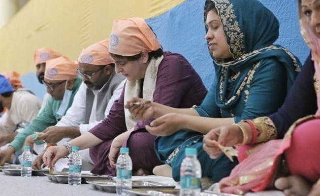 Priyanka Gandhi Vadra Visits Varanasi, Eats Langar