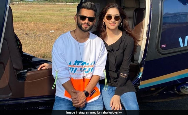 Rahul Vaidya girlfriends Disha Parmar leave for private helicopter for holiday, see beautiful photos