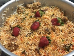 स्ट्रॉबेरी बिरयानी? पाकिस्तानी व्यक्ति की अजीब रेसिपी इंटरनेट पर हुई वायरल