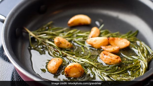 Cooking Tips: How To Prevent Garlic From Burning While Sauteing