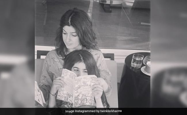 Twinkle Khanna ने नितारा को दिया टारगेट, बोलीं- रोज पढ़ने हैं किताब के 25 पन्ने तो बेटी ने पूछ लिया यह मुश्किल सवाल