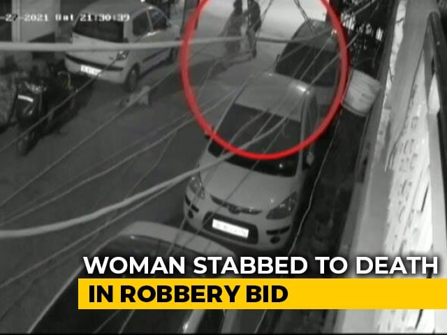 Video : Caught On CCTV: Delhi Woman Holding Child Stabbed To Death In Robbery Bid