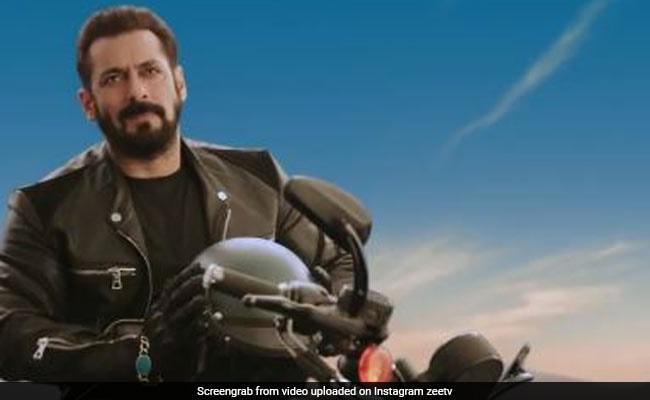 सलमान खान ने तूफानी रफ्तार में दौड़ाई मोटरसाइकिल, फिर रोककर किया यह ऐलान- देखें Video