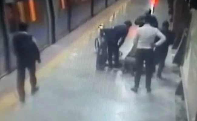 Security Personnel Saves Life Of Delhi Metro Commuter