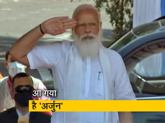 Videos : PM मोदी ने सेना को सौंपी अर्जुन टैंक की चाबी, जानें क्यों है खास?