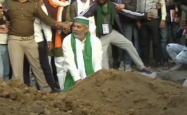 After Spikes On Roads, Farmer Leader Rakesh Tikait's 'Flower' Diplomacy
