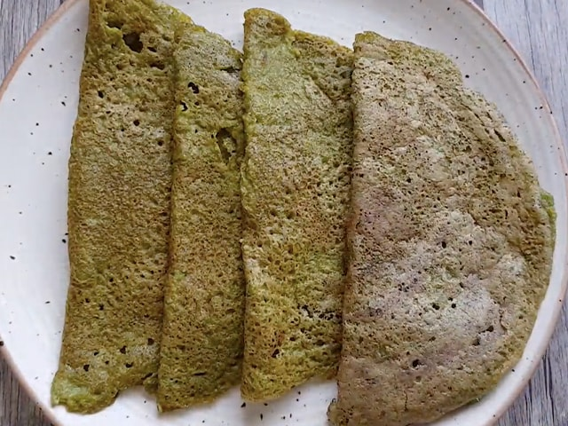 Video : How To Make Palak Dosa | Easy Palak Dosa Recipe Video