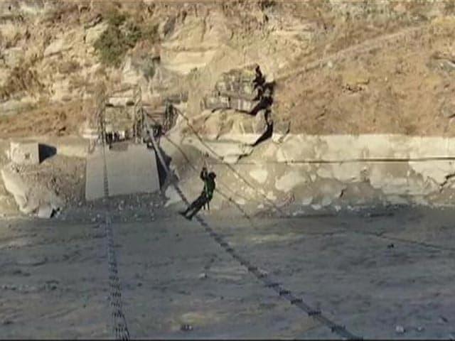 Video : Chamoli Disaster: Army Sets Up Rope Bridge