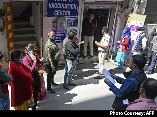 Video : May Have 3-4 Vaccines In Weeks, Option To Choose: AIIMS Chief To NDTV