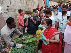 Amid Covid Surge, Mumbai Mayor Distributes Masks At Popular Vegetable Market