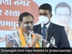 गुजरात के मुख्यमंत्री विजय रूपाणी को चुनाव रैली में मंच पर चक्कर आया