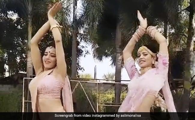 Monalisa ने 'चुनरी-चुनरी' गाने पर किया शानदार डांस, देखें Video